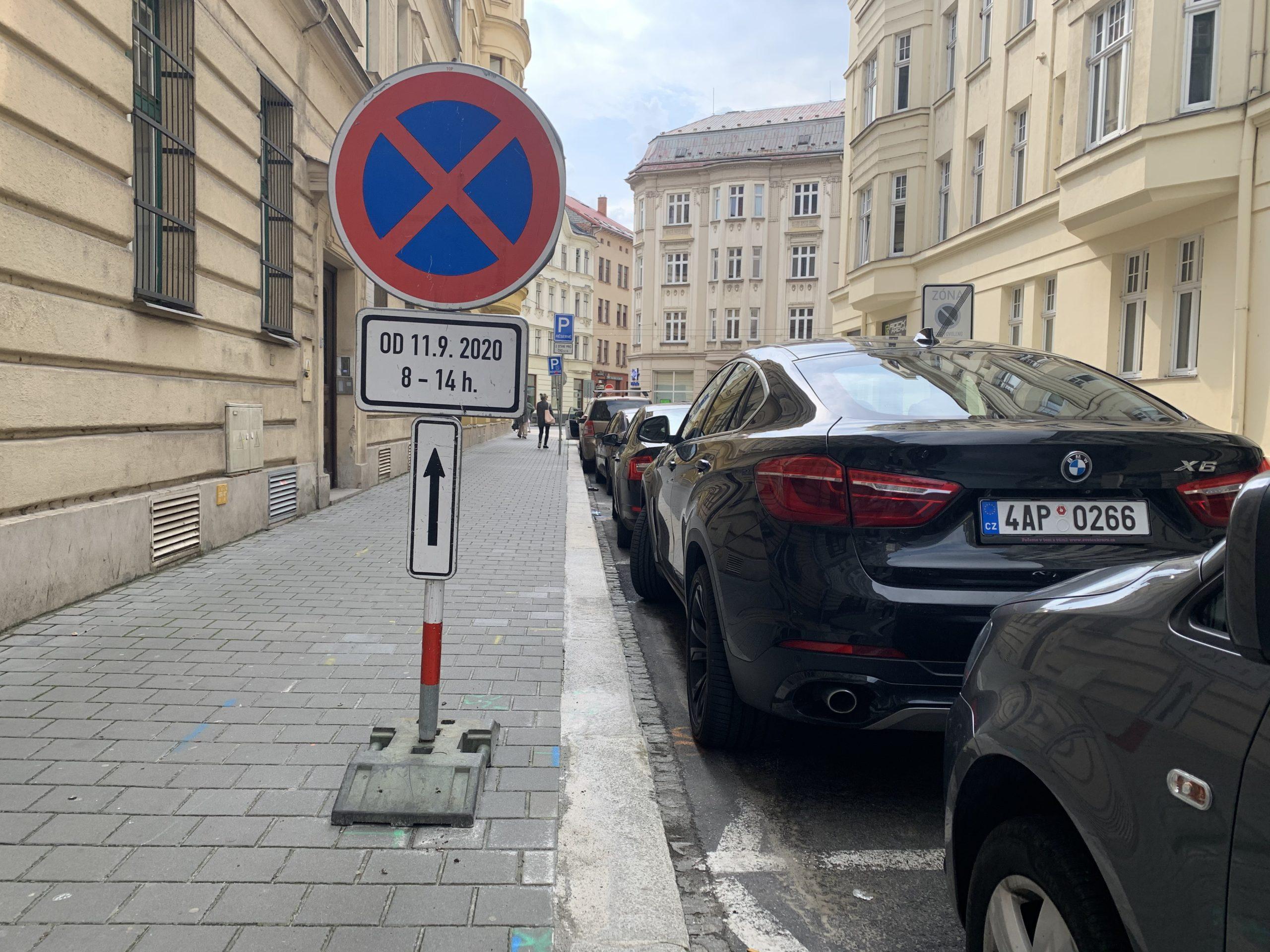 Kvalitní dopravní značení musí být jasně čitelné a odolné
